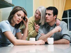 Если парень хочет жить с родителями, что делать?